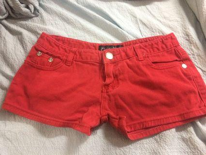 Red short pants low rise
