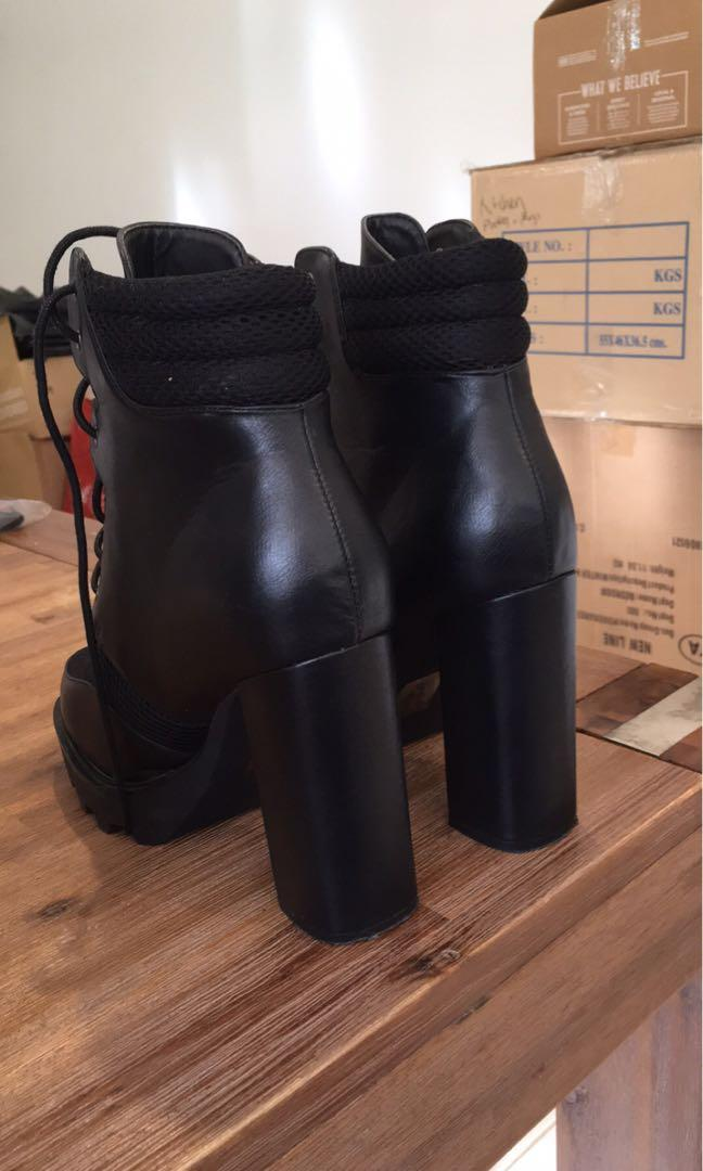 Black size 8 public desire biker boots only worn once