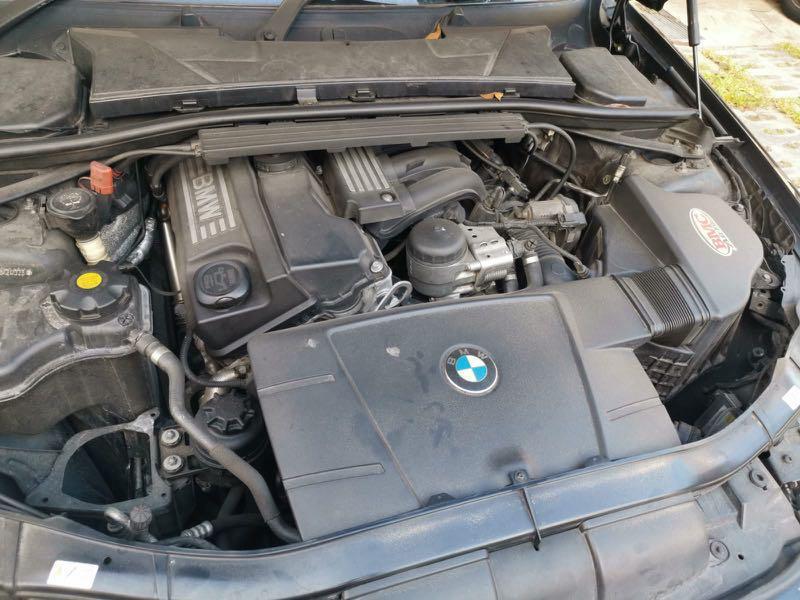 BMW 320i Luxury Auto