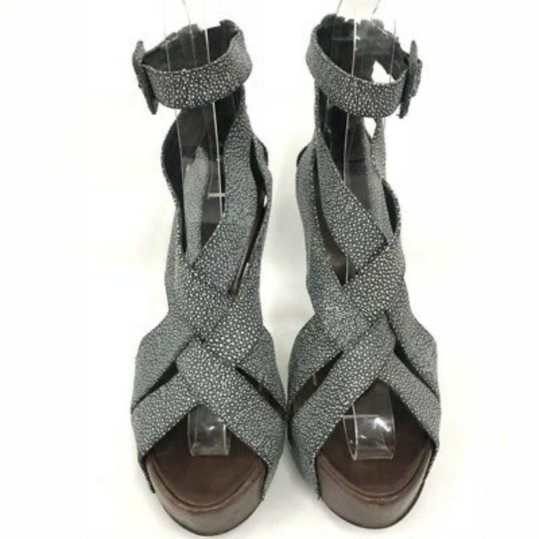 Gorgeous brand new Runway BCBG Maxazria platform heels on sale!!