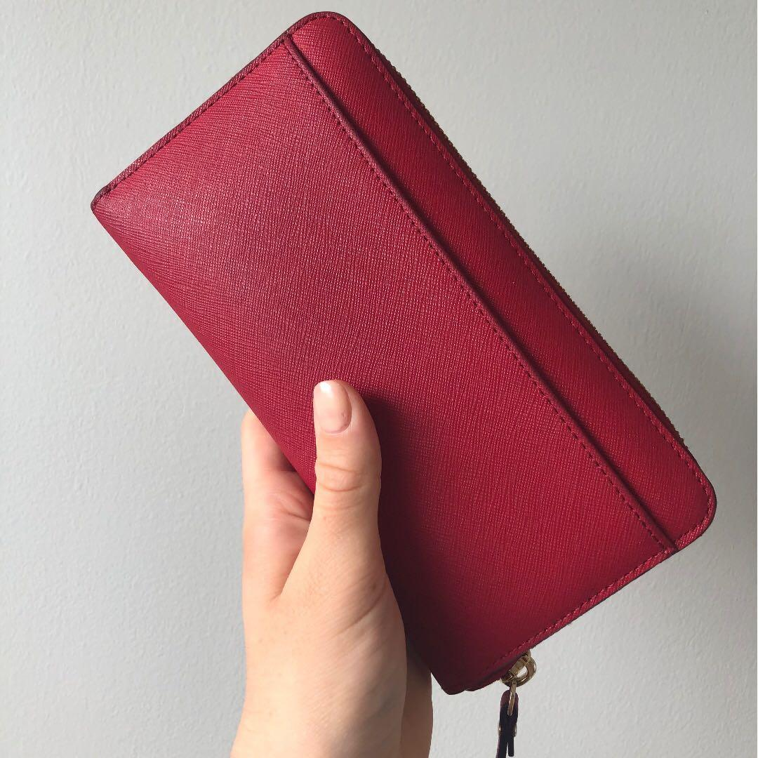 Kate Spade Wallet (near new condition)