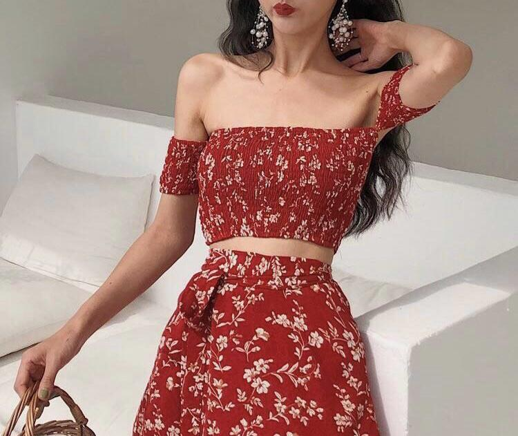✨Only $20! Price still negotiable✨ red floral skirt and top set
