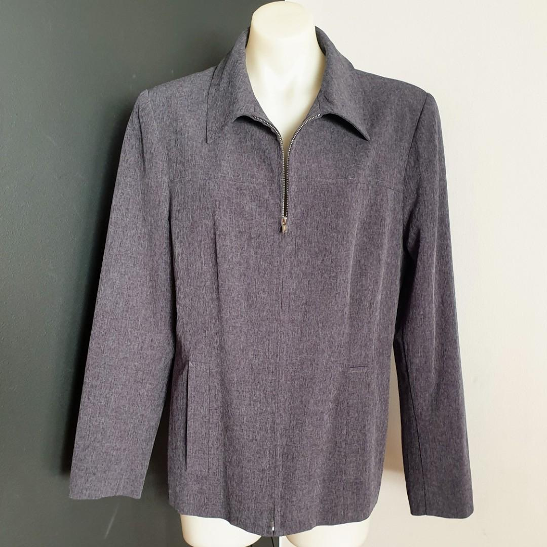 Women's size 14 'ANDRÉ JOHN' Grey long sleeved zip down blazer - AS NEW