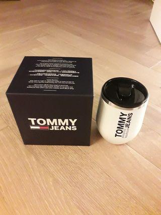 tommy jeans mug with a push close lid