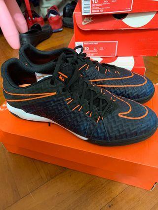 Nike 足球鞋