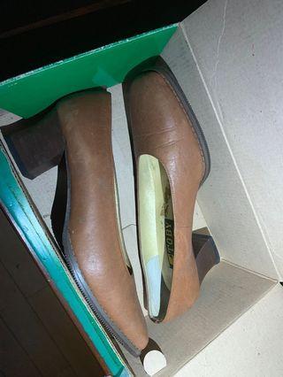 女 上班族 高跟鞋