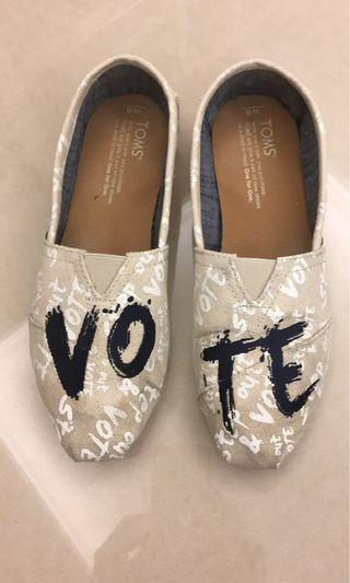🚚 TOMS vote limited edition series pumps