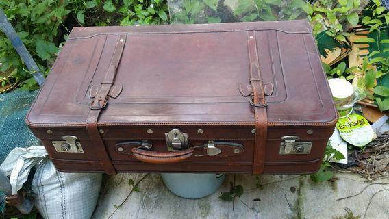 老舊皮行李喼