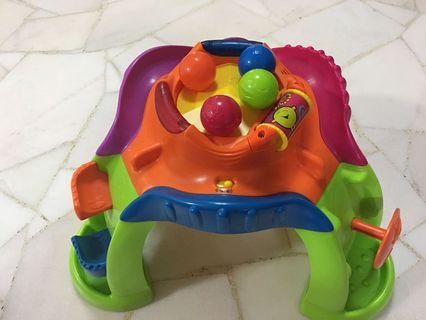 🚚 Musical toy with ball