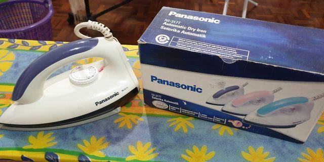 Panasonic Automatic Dry Iron and ironing board