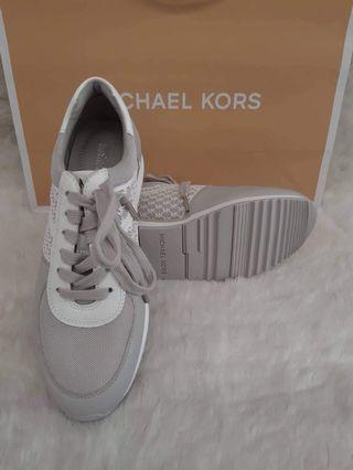 Michael Kors MK Shoes Size 6.5 only available