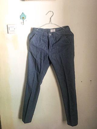Celana jeans biru, cotton suede.