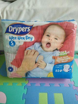 BNIP Drypers Wee Wee Dry diapers in Size S (82 pcs)