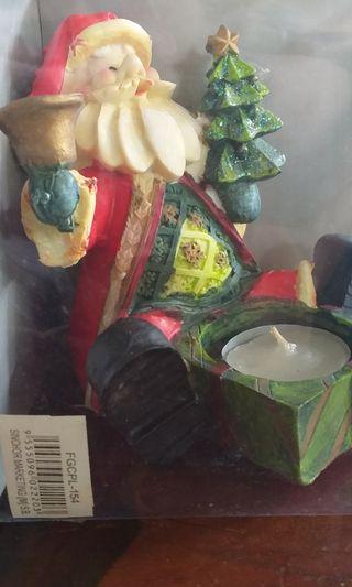 Patung Santa Claus dan Tempat Lilin