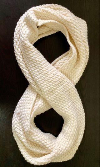 🚚 Infinity Scarf - Off White