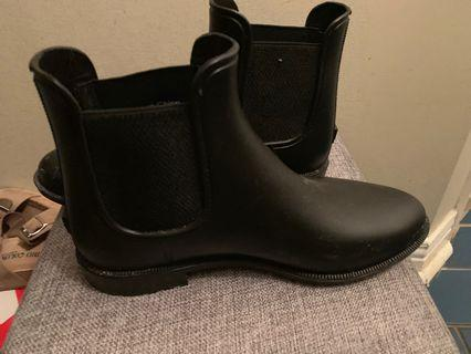Spring rain boots size 8