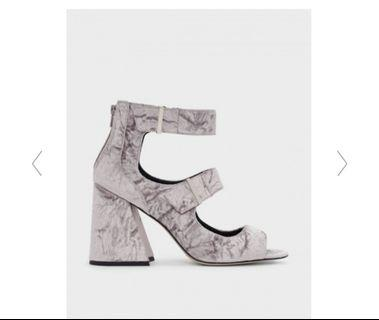 🚚 Grey suede thick strap heeled sandal