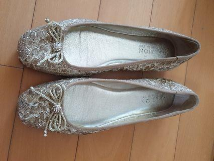 Like New Pazzion Gold Dinner Pumps