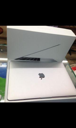 Wts MacBook Pro 13 inch 2017 with Apple care till 2020 full box $1400