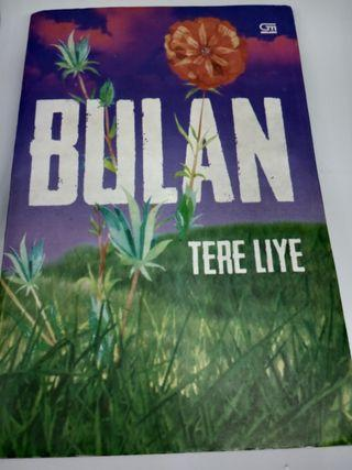 "Novel Tere Liye ""Bulan"""