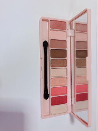 Play Color Eyes 10 colors eyeshadow palette