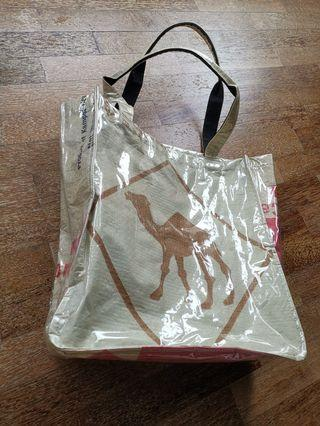 Tote recyceld material