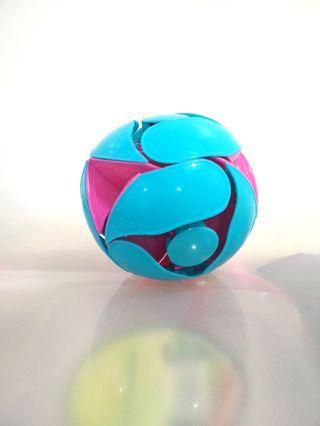 Colour Changing Ball (Hoberman Switch Pitch Ball)