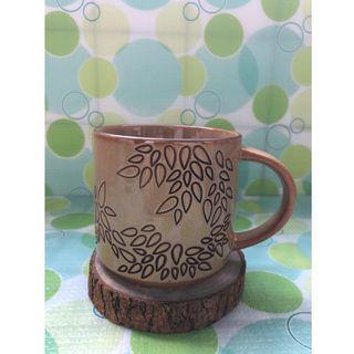 🚚 《Starbucks星巴克》樸實到不能再樸實的馬克杯,杯身帶葉形刻紋
