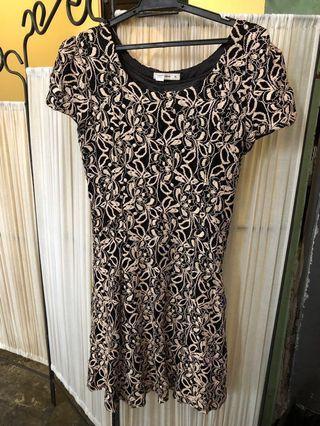 Gold and black lace dress #RayaThon50