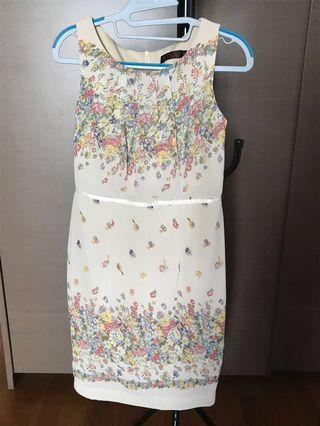 Fitting floral dress for work or events