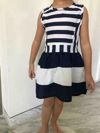 🚚 Cute navy dress with semi bare back for 4-6yr old