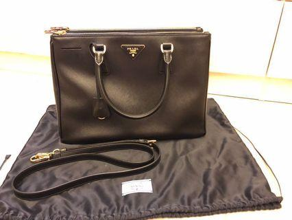 Prada saffiano handbag (100%real 95%new)