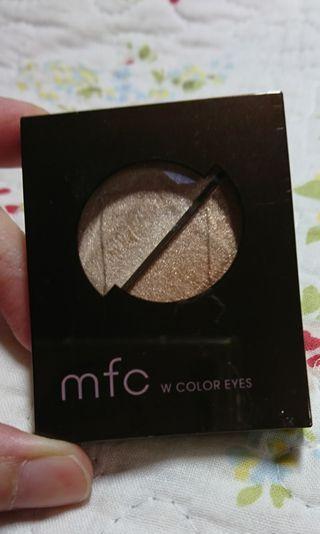 🚚 日本開架品牌 mfc 雙色眼影盤 BE-1