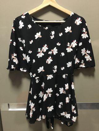 🚚 Black Floral Peplum Top