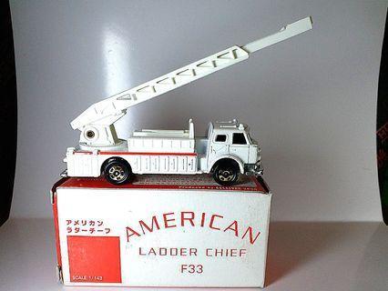 Tomy Tomica ~ 美國雲梯隊長消防車~ 日本製造 made in Japan~ SPECIAL Edition 超級罕有, 全新, label未用過,盒子微舊, 不合完美主義者。