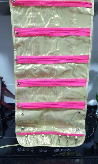Jewelry case compartment organisation pouch