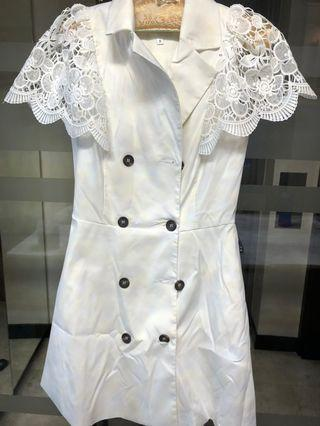 🚚 White dress with floral sleeve