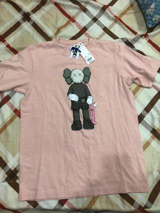 🚚 全新KAWS UNIQLO T-shirt 粉色 L