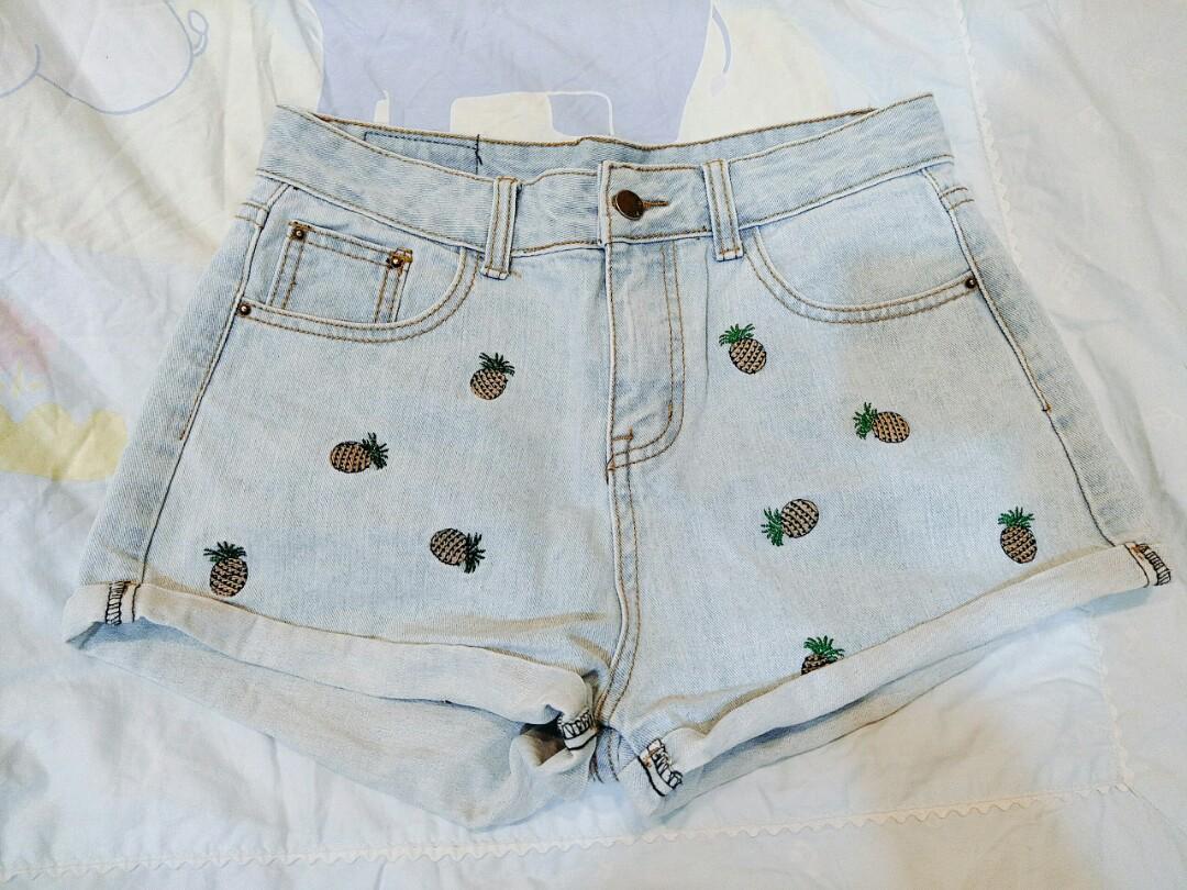 鳳梨圖案牛仔短褲
