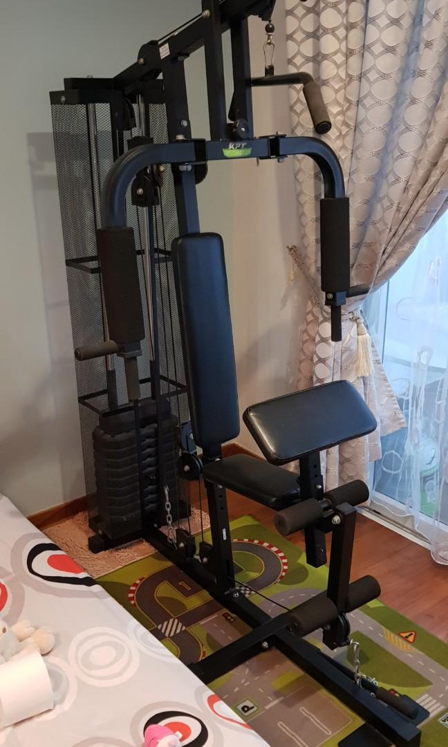 Home Gym with multiples of weight bars for LIFTING