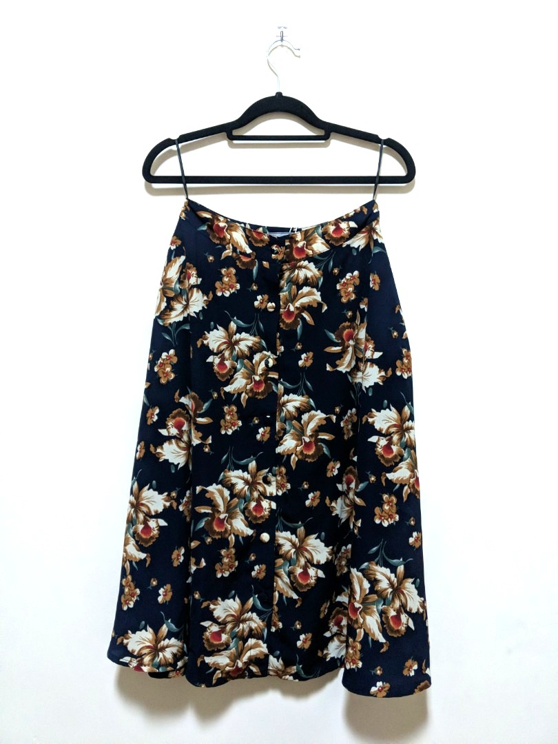 7eecdf451c55 HVV Heather Floral Midi Skirt in Navy, Women's Fashion, Clothes, Dresses &  Skirts on Carousell