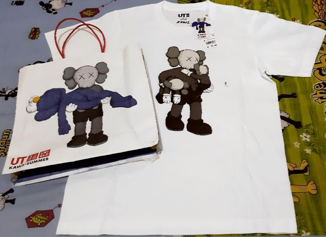 MOST WANTED! UNIQLO X KAWS 2019🔥🔥🔥 CONDITION:BRAND NEW WITH TAGS & PAPER BAG(BARU BELI,ABIS NGANTRI😎)  SIZE:S  LOCATION:JAKARTA