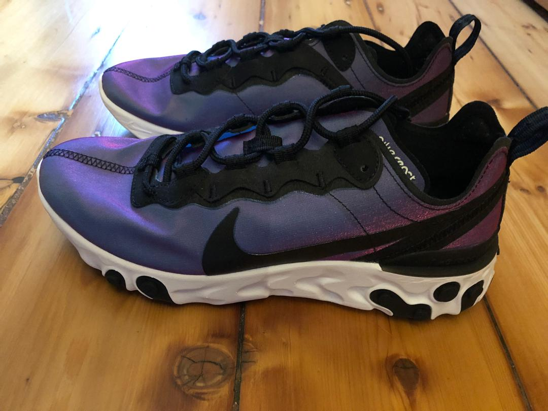 NIKE LIMITED EDITION SNEAKERS SIZE 8 BRAND NEW NEVER WORN