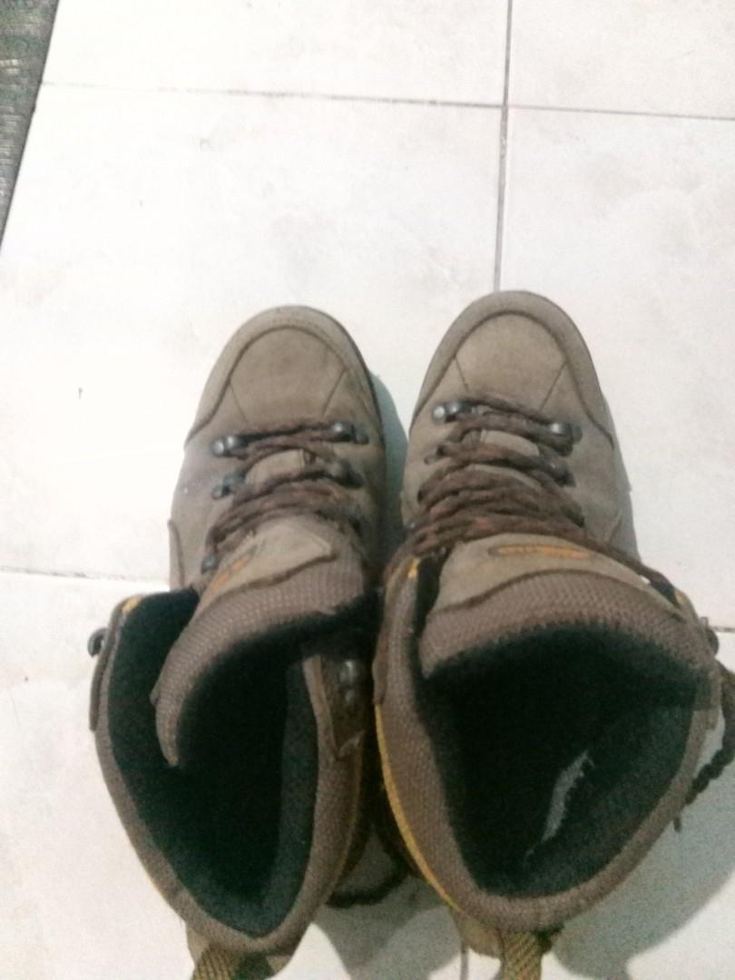 Sepatu Hiking/sepatu gunung