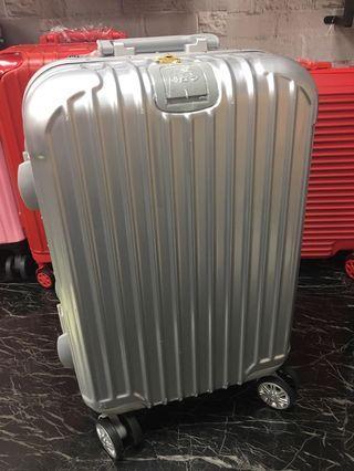 全新品18吋銀色鋁框行李箱❤️輕巧可愛特價出清一位客人