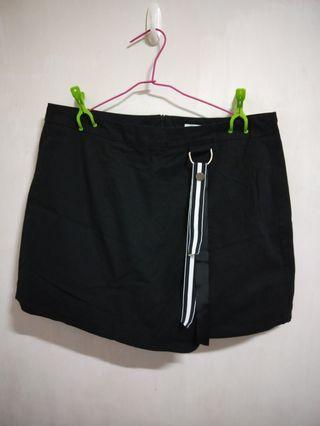 🚚 二手衣 OB嚴選大尺碼黑色短裙(2XL)