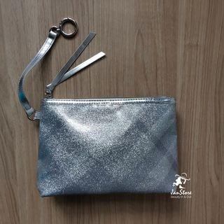 2019 Burberry Parfums Free Gift Zip Pouch with Key Ring #CarouRaya