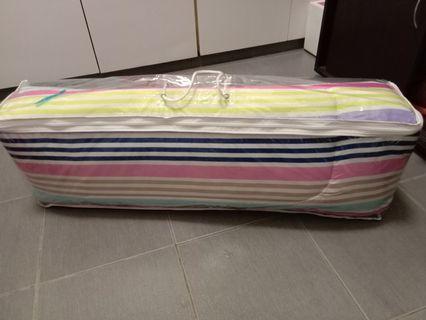Travelling foldable single bed size mattress