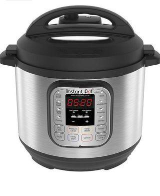 SG Hot selling Instant Pot Promotion Duo V2 7-in-1 Electric Pressure Cooker, 6 Qt, 5.5L 1000 W, Brushed Stainless Steel/Black, 220-240v, Stainless Steel Inner Pot , SG 3 pin plug. No need transformer . Instantpot