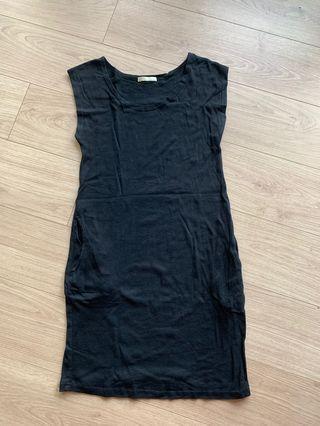 🚚 棉質長版素黑短袖口袋上衣T/S,M號可Ricco